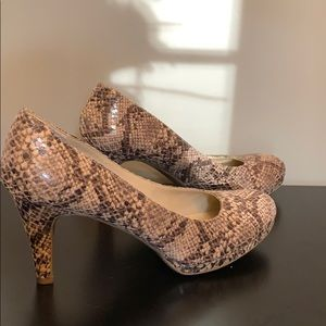 Naturalizer comfort snake skin pattern heels